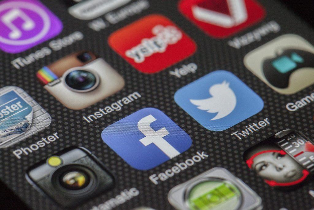 Social Media e Assistente Virtuale: come trovare lavoro attraverso i social
